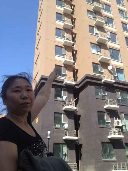 孩子就是从这栋楼坠下的