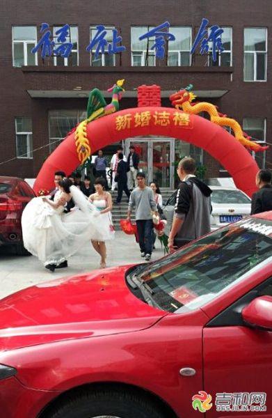 长春东师人文学院毕业生回校办婚礼