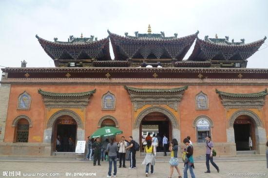 黄教圣地塔尔寺 瞻汉藏风格结合建筑