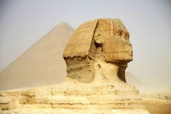 金字塔前狮身人面像