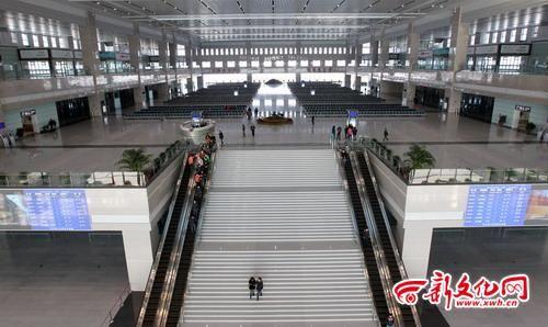 哈大高铁长春西站候车大厅 记者 李洪亮 摄