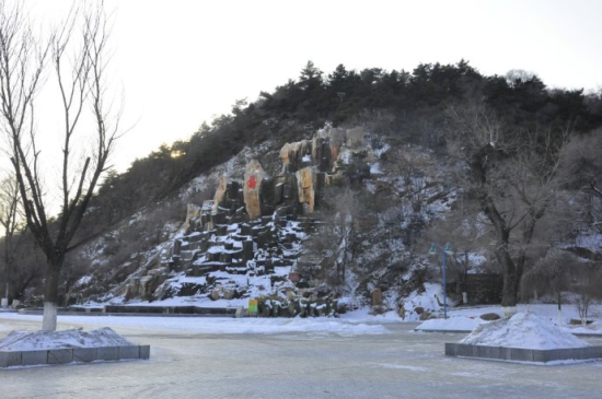 北山风景区是国家4a级风景区,是吉林市的一张名片.