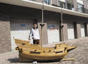 魏庆舜制作的船模内部精致,体型庞大 本组图片 记者 张秋磊 摄