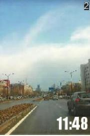 """2蓝天白云辨得清网友""""coco1201""""拍摄于自由大路"""