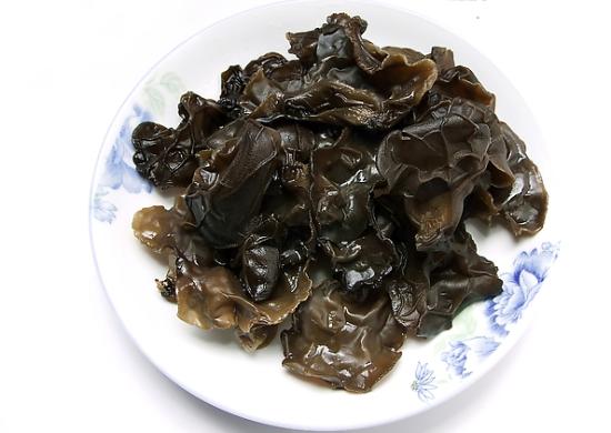 黑木耳有南北之分 煲汤用哪种木耳最佳呢