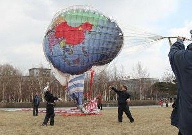 市民放36米长风筝