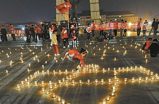 点亮400支蜡烛为雅安祈福