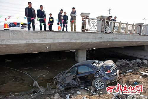 轿车受损严重