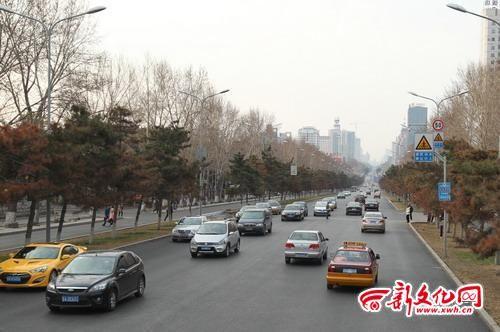 昨日17时许,长春市人民大街车行顺畅 本报记者 白石 摄