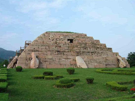 被称作东方金字塔 的将军坟