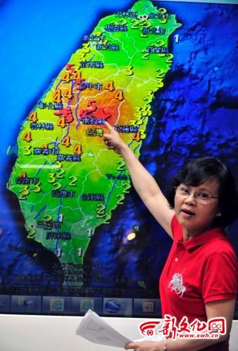 """中手指所指深色区域即为""""日月潭地震空白区""""大概范围"""