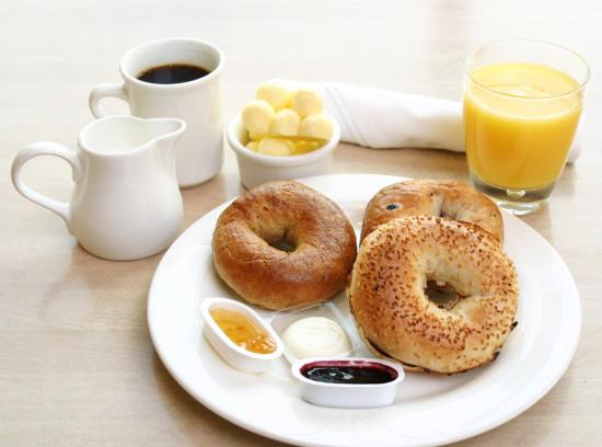 幼儿吃早餐可爱简笔画