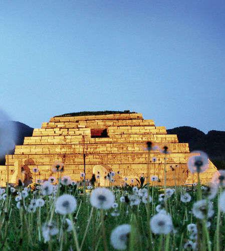 东方金字塔