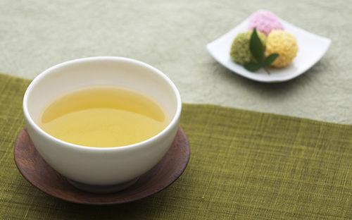 夏季炎热多吃芹菜去烦躁 推荐四大去烦躁食物