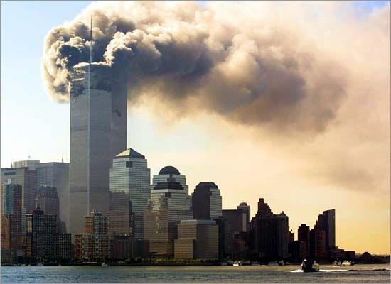 美国纽约世贸中心双塔(已倒塌的最高摩天大楼)   高417米(顶部526m),共有一百一十层的双塔曾是纽约和世界最高的建筑。2001年9月11日上午九时至十一时,基地恐怖组织人员驾驶两架波音飞机将南塔北塔全部撞毁,成为本世纪最令人震惊的恐怖事件。 [上一页] [1] [2] [3] [4] [5] [6] [7] [8] [9]