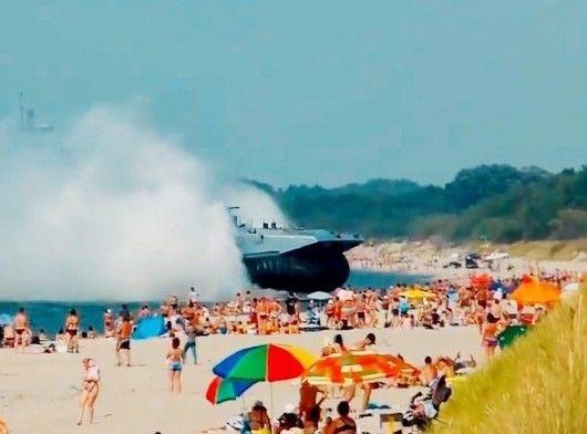 军舰冲上海滩