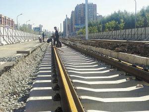部分路段开始铺设铁轨