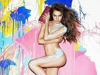 妖女泼漆全裸上镜
