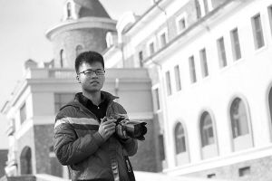 陈状想用自己的镜头记录下学校的美景