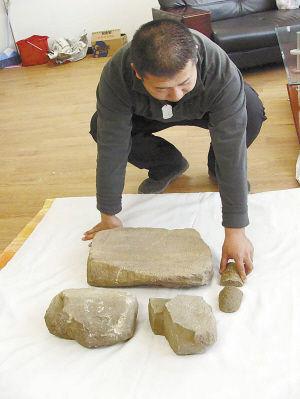黄家坟遗址中发现的磨盘和磨盘棒