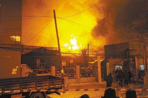 老柴油机厂大食堂昨日凌晨起火