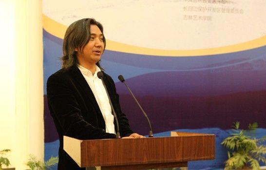 中国雕塑院院长吴为山在仪式上致辞。