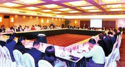 5月21日,省政府在上海召开推进长吉图国家战略经贸合作交流会,进一步加强与上海知名企业的交流合作,合力推进长吉图国家战略深入实施,争取更多、更具实效的合作成果。 本报记者焦淑满摄
