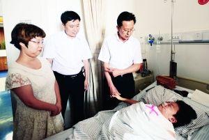 6月23日,长春市副市长桂广礼、长春市残疾人联合会党组书记庞国忠等领导到医院看望于海波