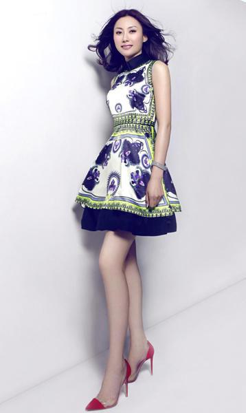杨坤女友现身《中国好声音》均酷似李嘉欣(图)