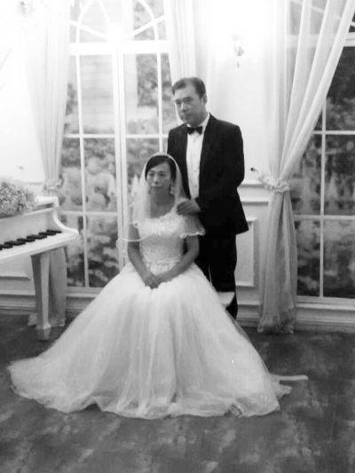 贺先生父母补拍婚纱照