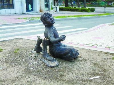 被破坏的雕塑