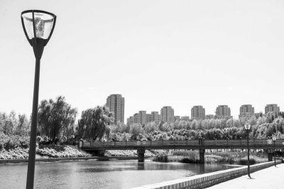 经过综合治理,伊通河已成为长春市一道靓丽风景线