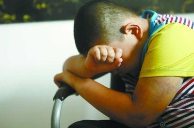 小孩伤心想哭可爱图片