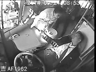 司机突发病乘客送药
