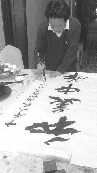 中国当代著名书法家姚俊卿携弟子挥毫庆国庆