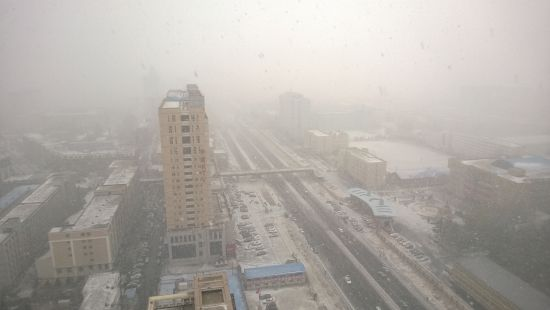 11月12日上午,长春气温下降,突降大雪