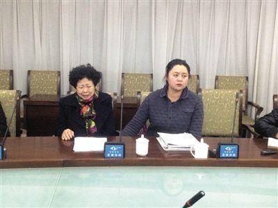 昨晚,马超群母亲张桂英在秦皇岛举行新闻发布会。新京报记者 张永生 摄