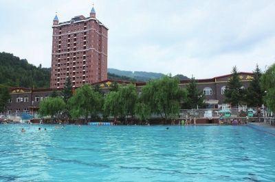 临江花山国家森林公园龙润温泉旅游度假区游泳池.