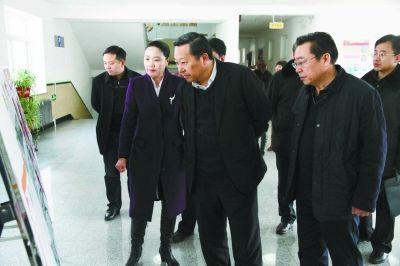 他们参观了由四平市民政局干部孙春林用几十年时间自