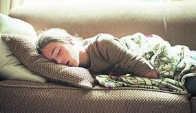 露着肩膀睡易患关节炎 睡觉时不能做10件事