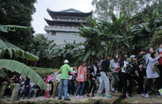 佛山市南海区西樵山风景名胜区是今年元旦广东省唯一的登高健身会场.