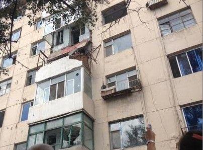 5楼阳台砸到4楼