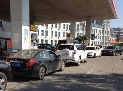 加油站大排长龙