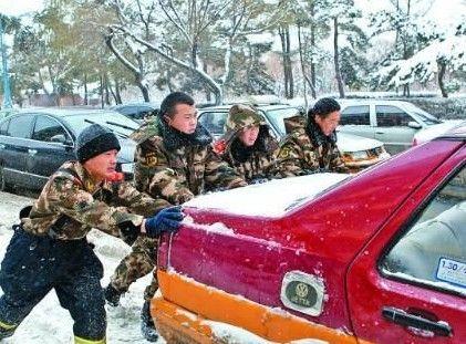 雪天车祸近600起