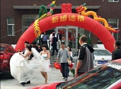 毕业生回校结婚
