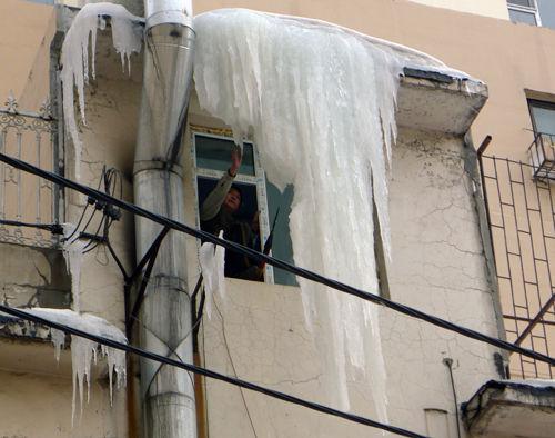 冰溜子坠落封楼门