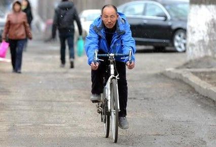 老人骑行去西藏