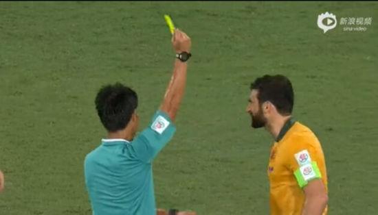 任航突破疾如风 澳大利亚队长撞人吃黄牌